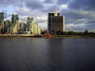 St George Wharf Tower - Image: Drilling platform on the River Thames geograph.org.uk 1492248