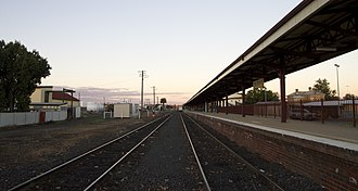 Dubbo railway station - Eastbound view of the platform