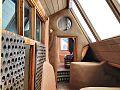Earthship-interior35 (17738369209).jpg