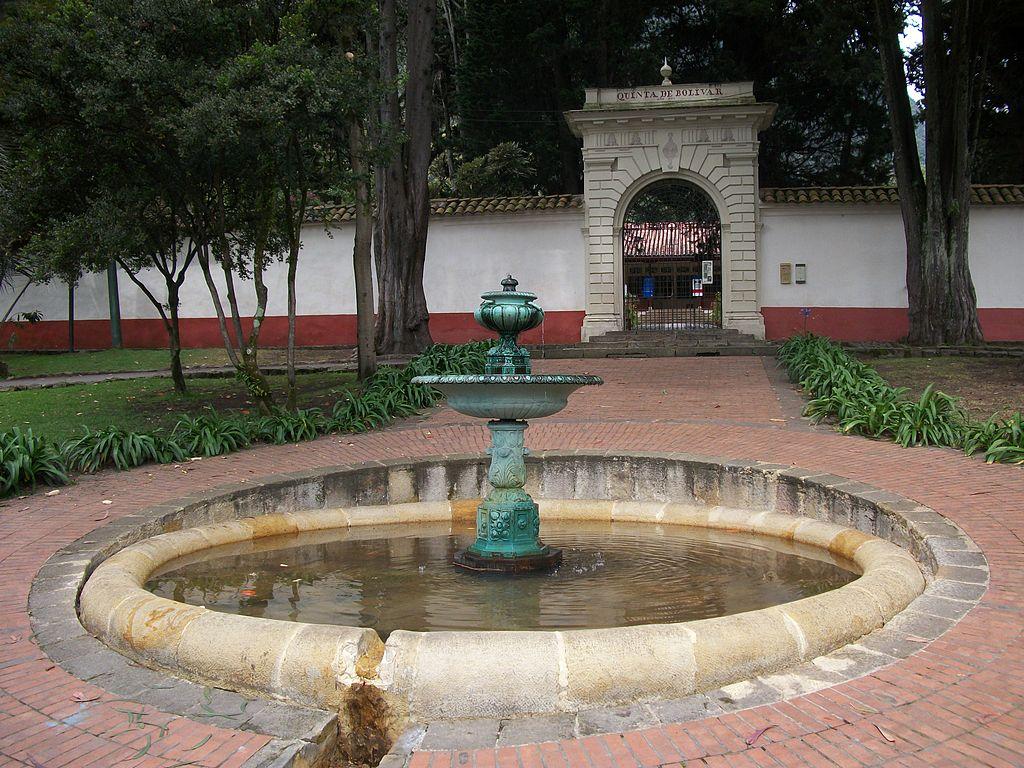 Entrada de la Quinta de Bolívar.jpg