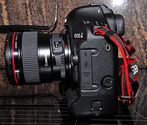 Canon EOS-1D Mark III - Image: Eos 1D Mark III Left Side