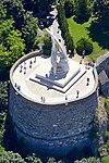Esztergom 2016, a vár északi rondellája, Szent István megkoronázása (Melocco Miklós, 2001), légi fotó 6.jpg