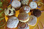 Faschingskrapfen gemischt Bäckerei Kreuzer.JPG