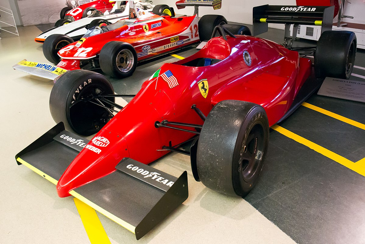 [Imagen: 1200px-Ferrari_637_front-left_Museo_Ferrari.jpg]