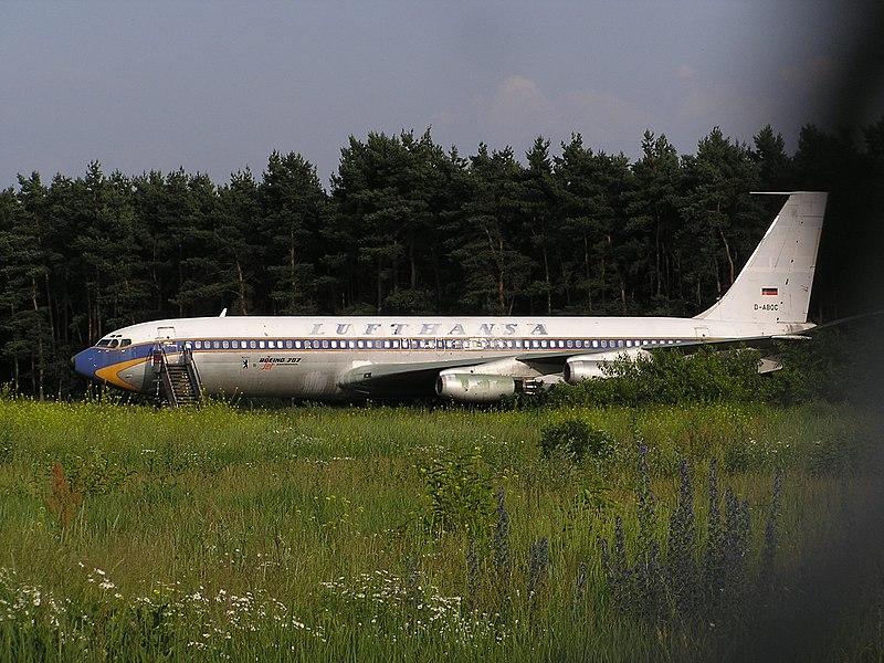 File:Flughafen Tegel Lufthansa.jpg