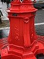 Fontaine Wallace Rouge Rue Belgrand Paris 4.jpg