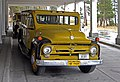 Ford bus at Lake Yellowstone Hotel YNP1.jpg