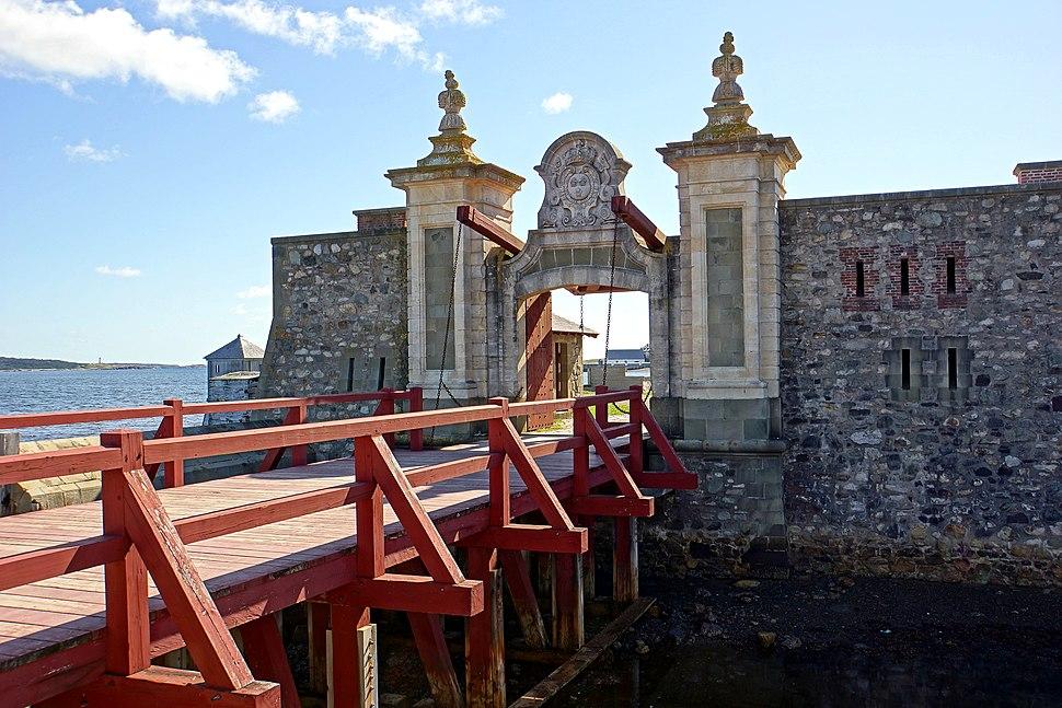 Fortress Lousbourg DSC02230 - Dauphin Gate (8176031095)