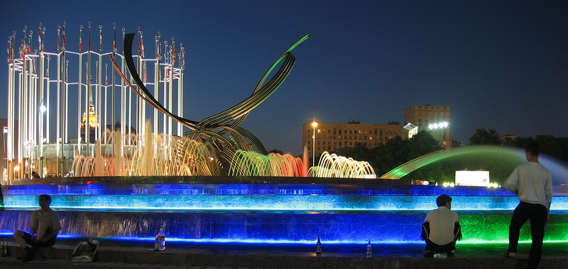 Fountain moscow europe square night bird.png