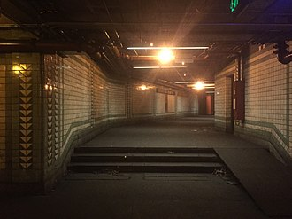 Franklin Square station - Image: Franklin Square Alleyway
