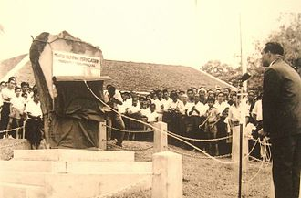 Keningau Oath Stone - Donald Stephens officiating the oath stone on 31 August 1964, an important agreement remembrance that has been promised between Sabahans and the Malaysian federal government.