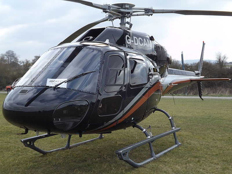 Fichier:G-DCAM Ecureuil AS355 Helicopter (25819786541).jpg