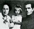 Galina Kouzmenko Makhno et leur fille.png
