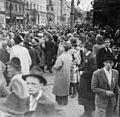 Gateliv i Søndre gate 17. mai 1945 (23183766261).jpg