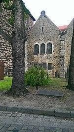 Gedenktafel von 1941 für Hoffman von Fallersleben an der Südseite von St. Nicolai in Bothfeld (Quelle: Wikimedia)