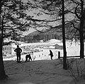 Gezicht op de wintersporters bij de skiliften naar de Patscherkofel, Bestanddeelnr 254-4338.jpg