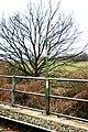 Grenzpflock auf der Grenzbrücke der Mattersburger Bahn bei Loipersbach-Schattendorf.jpg
