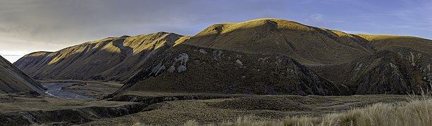 Hakatere River valley, Canterbury, New Zealand.jpg
