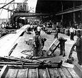 Hamburger Hafen 1900 Kaiarbeiter am Kai.jpg