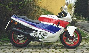 Honda Cbrr Vs Yamaha R Vs Karizma Zmr