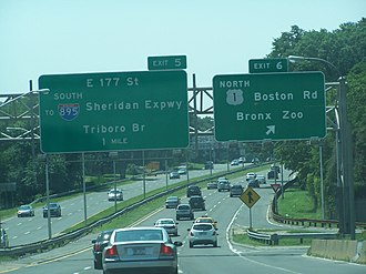 Bronx River Parkway - Signage at exit 6 in The Bronx on the southbound side