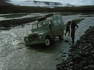 Highlands of Iceland - Land Rover 109 stuck in a Highland river