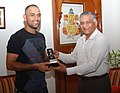 Indian Skipper M.S. Dhoni meeting the Chief of Army Staff, General V.K. Singh, in New Delhi on April 05, 2011.jpg