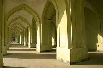 Id Gah Mosque - Interior of the mosque. The dramatic series of arches internally along its considerable length can be seen.