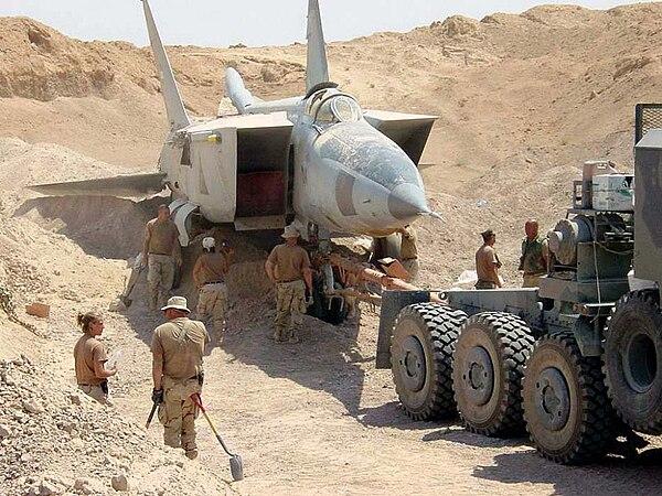 http://upload.wikimedia.org/wikipedia/commons/thumb/6/6c/Iraqi-MiG-25-in_sand.jpg/600px-Iraqi-MiG-25-in_sand.jpg