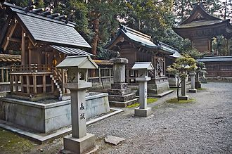 Setsumatsusha - A row of sessha at Iwa Shrine, Hyōgo Prefecture