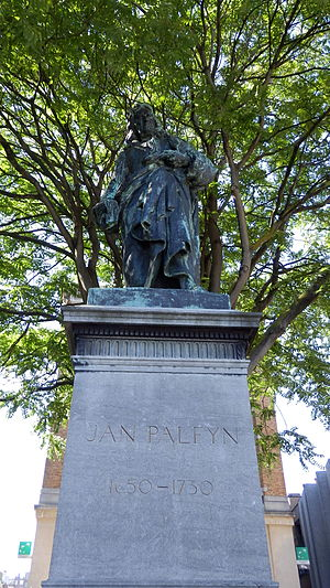 Jan Palfijn - Statue of Jan Palfyn (1650-1730) at Kortrijk (Schouwburgplein), Belgium