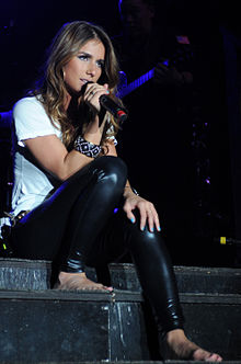 Jessie James at the Tour for the Troops concert in Incirlik Air Base 01.JPG