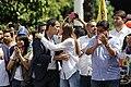 Juan Guaidó dandole un beso a su esposa - Marcha del 02 de Febrero del 2019.jpg