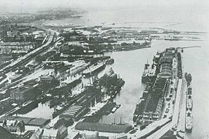 Freeport of Copenhagen - Aerial from 1926 showing the free port from the south: Two passenger ships of the Scandinavian America Line are docked at the West Quay and one of East Asiatic Company's ships is seen in the East Basin
