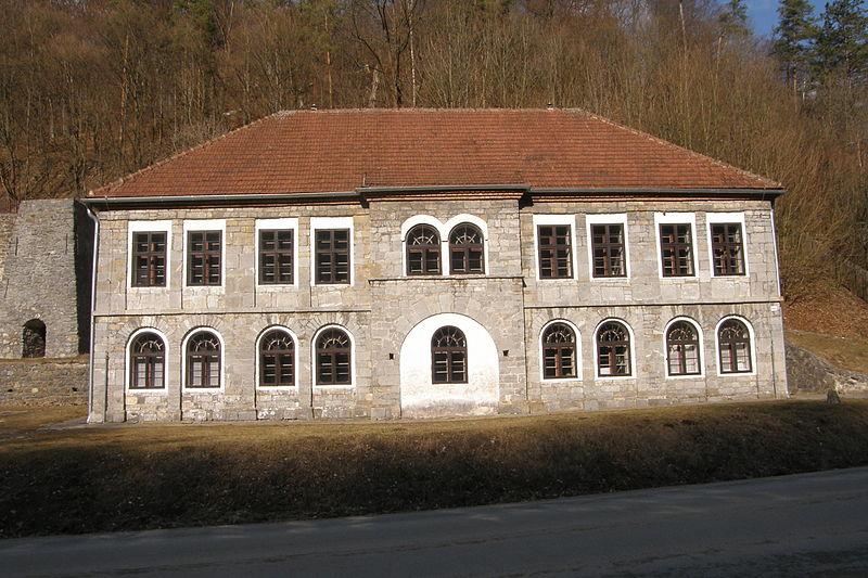 File:Kamenak (Stara hut)1.JPG