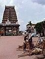 Kanchipuram-04-Ekambareswarar-Tempel-Gopuram-1976-gje.jpg