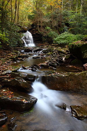 Wallpaper (computing) - Keeny creek waterfall in West Virginia, USA