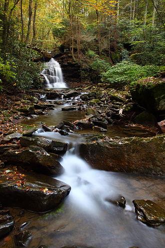 Wallpaper (computing) - Keeny creek waterfall in West Virginia, USA