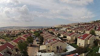 Kokhav Ya'akov - Kokhav Ya'akov from the east, Tel Tzion in distance
