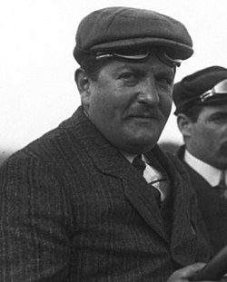 Léon Théry in his Brasier at the 1908 French Grand Prix at Dieppe (6) (cropped).jpg