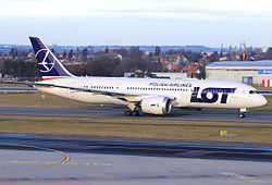 LOT Boeing 787-8 SP-LRA Lebeda.jpg