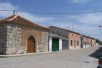 La Pedraja de Portillo ermita del Cristo calle arquitectura rural lou.jpg
