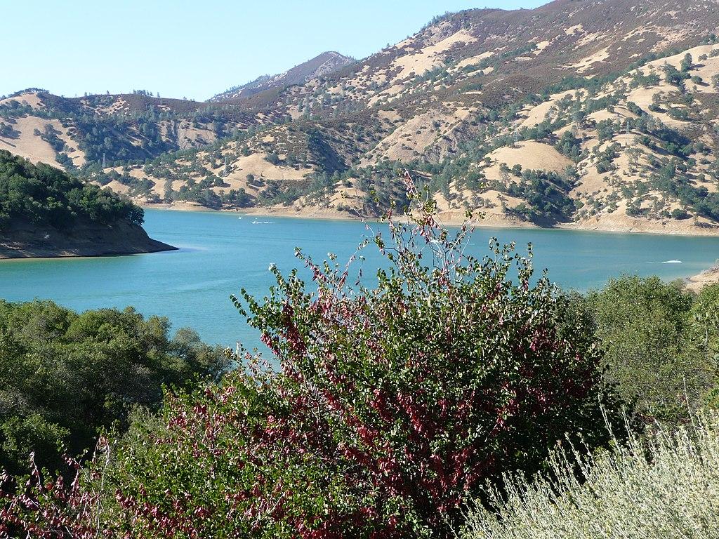 1024px-Lake_Berryessa%2C_CA_-_panoramio