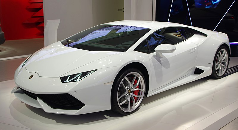 Неизвестный гражданин Владивостока купил лимитированный Lamborghini
