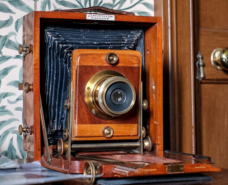 File:Lancaster camera - belonged to Alice Dryden.jpg