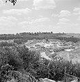 Landschap van heuvels en bomen, Bestanddeelnr 255-2601.jpg