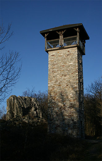 Lützelsoon - The Langer Heinrich observation tower on the Teufelsfels (left)