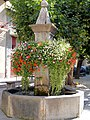 Le Lauzet-Ubaye - Fontaine sur la place.JPG