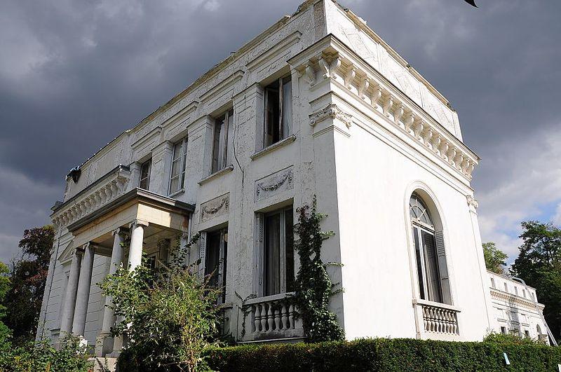 File:Le château de la Petite Malmaison.jpg