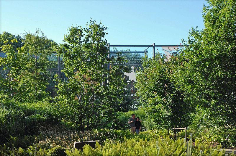 Datei le jardin du mus e du quai branly paris for Le jardin paris 9